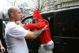 justin bieber fighting